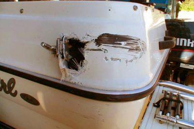 Пробоина на пластиковой лодке
