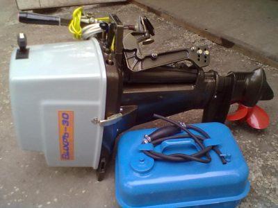 Подвесной лодочный мотор Вихрь